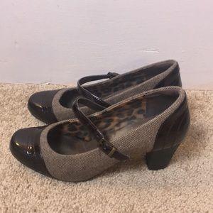 Clark's brown comfort heeled dressy shoe. Size 8.5